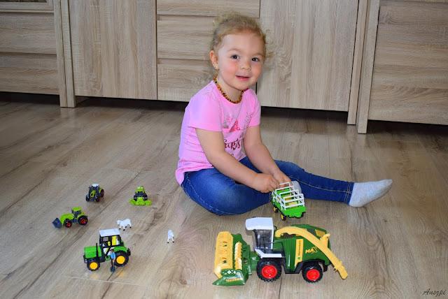 Mini Farma. Dziewczynki też bawią się w rolnika