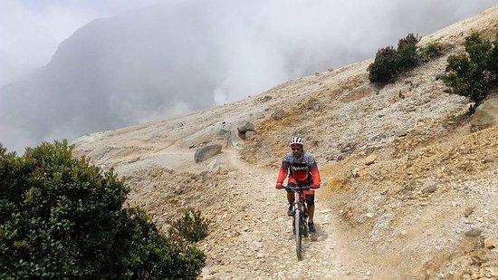 مسارات جبل باباندايان