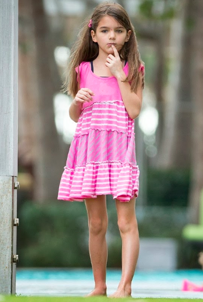 January 2014: More pool time for Suri - Latest Fashion Trends