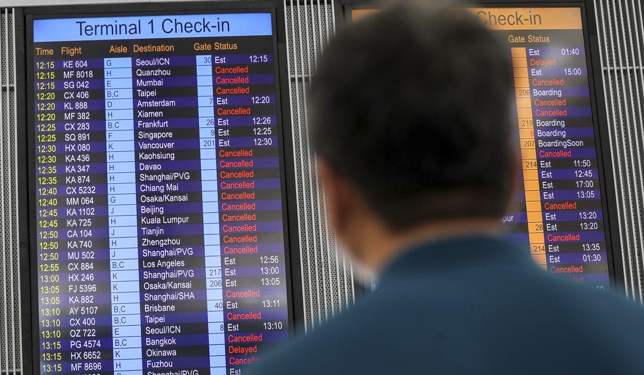 313 penerbangan di Batalkan Setelah Pengunjuk Rasa Kembali Duduki Bandara Internasional Hong Kong