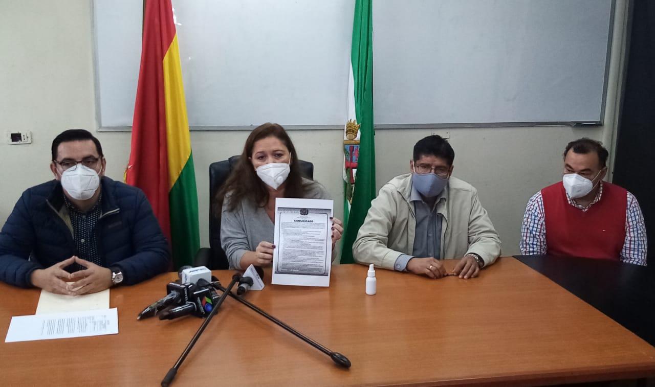 Ministra Capobianco junto a directores del INRA denunciando actos de corrupción / MDRyT