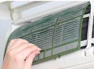 فوائد تنظيف فلتر المكيف المنزلي وأضرار عدم تنظيفه