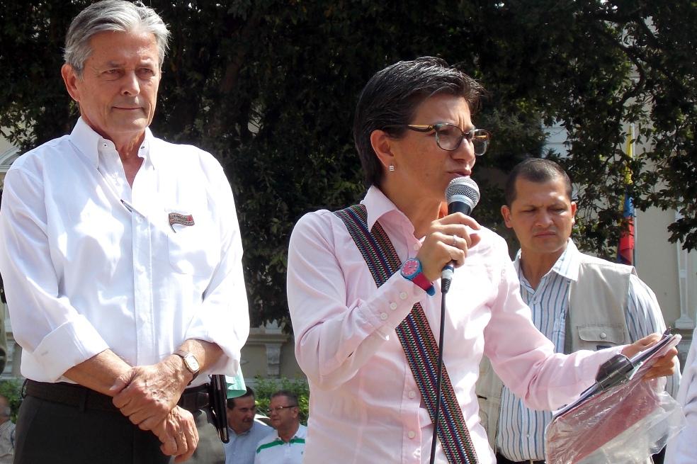 """""""El séquito de Uribe no tiene un solo voto"""": Claudia López"""