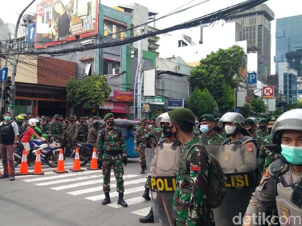 Polisi-TNI Sisir Jalan Kebon Sirih, Cari Massa Aksi 1812 yang Ngumpet