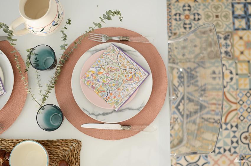 decoración de una mesa en la cocina