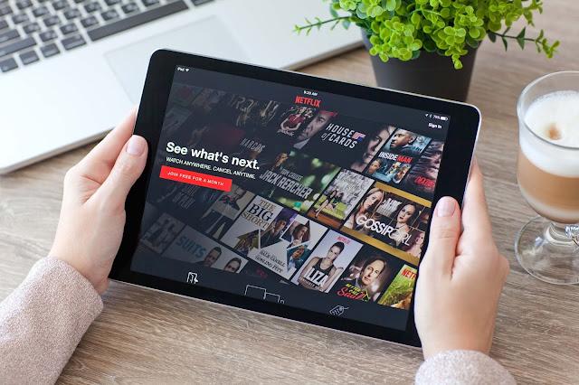 séries Netflix para você viajar sem sair de casa