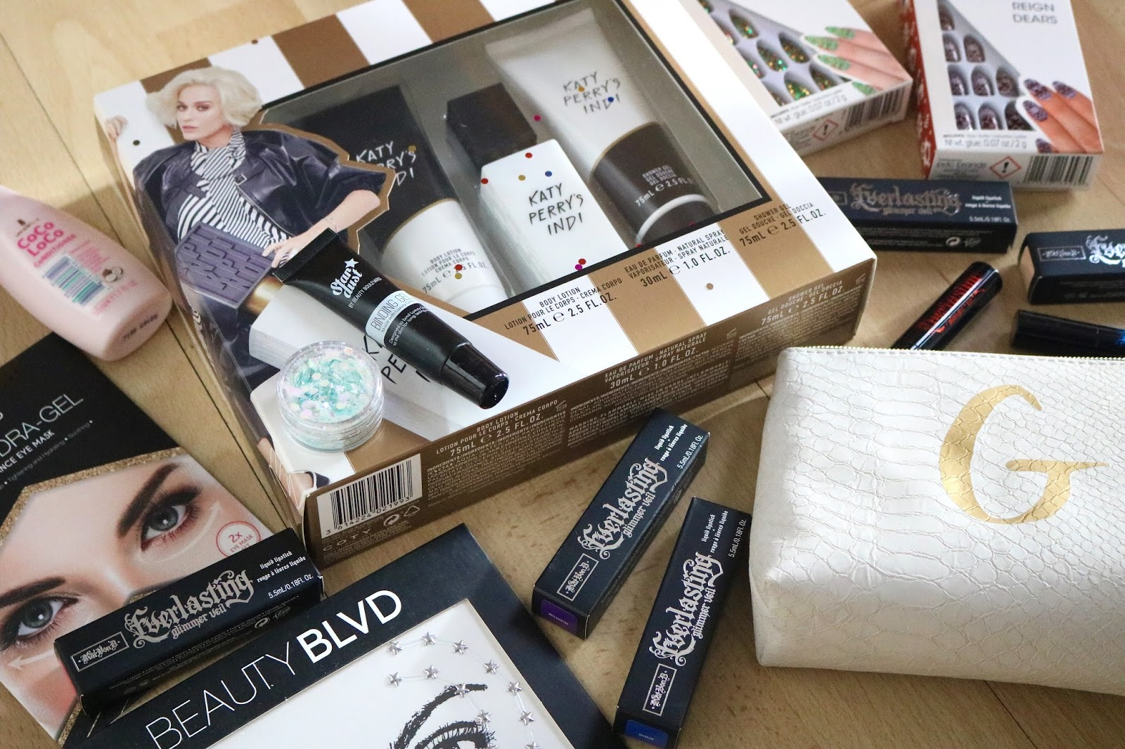 Christmas Gift Guide For Friends and Sisters, beauty products and pyjamas