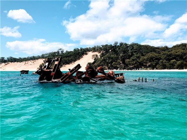 タンガルーマリゾートのあるモートン島の海の写真
