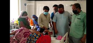 समाजसेवी तरुण मंडलोई ने बिटिया के जन्मदिन पर चिकित्सालय मे नवजात बेटियों को चांदी के गिफ्ट दिए