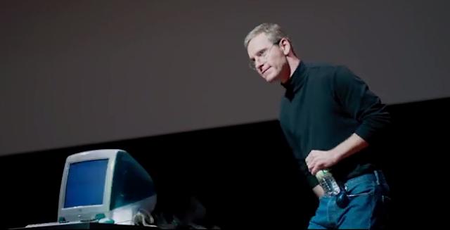 Steve Jobs (Michael Fassbender) dans le film éponyme réalisé par Danny Boyle, et écrit par Aaron Sorkin (2015)
