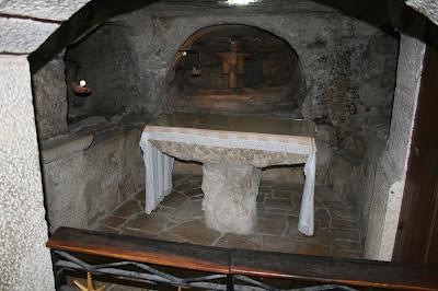 Gruta de los Santos Inocentes, debajo de la Iglesia de la Nativdidad, en Belén. Imagen de wikipedia.