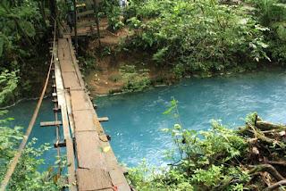 Puente Colgante sobre el Rio Celeste