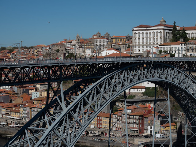 Vista de Oportos con el puente D. Luis I en primer plano