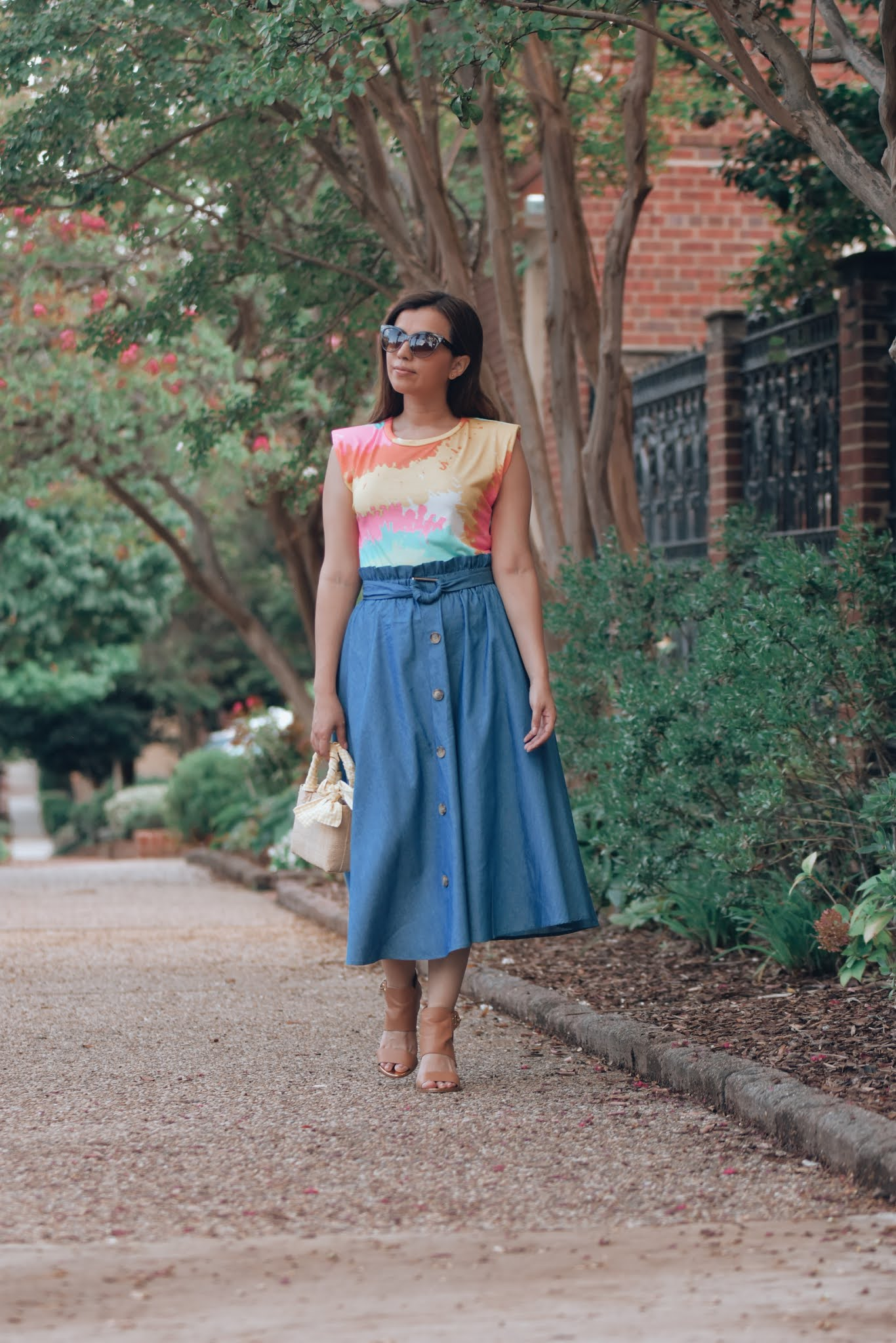 como-combinar-una falda-de mezclilla-mariestilo-como crear outfits desde cero-youtuber-outfits para mujeres de 30-moda para mujeres de 50