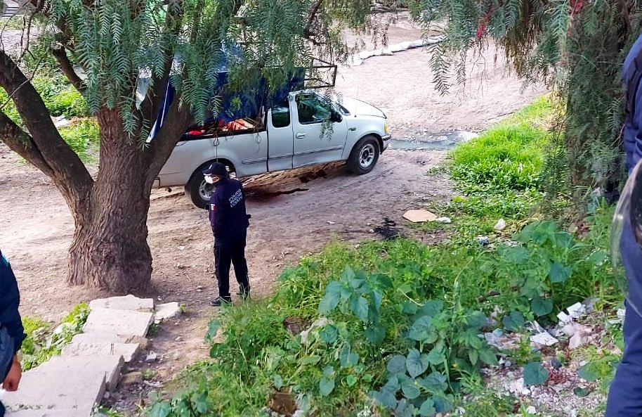 Abandonan tres cuerpos torturados en la batea de una camioneta en Ecatepec, otro esta vivo pero grave