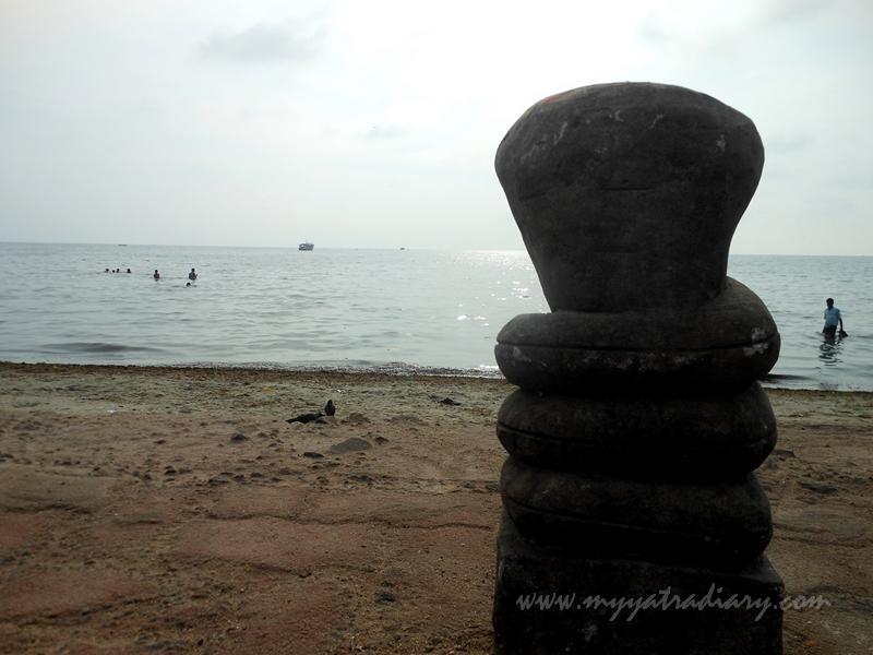 Shivlingam at Sacred sea - Agni Teertham, Rameshwaram, Tamil Nadu