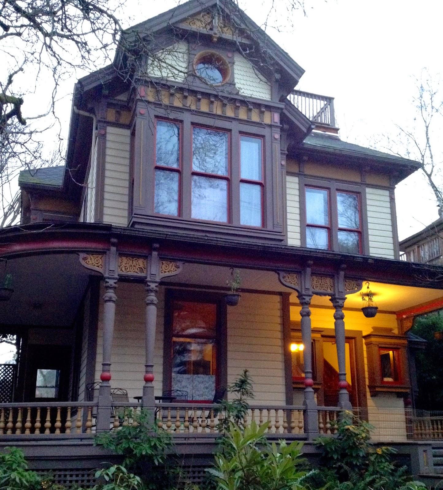 her lovely nest a case of house envy in downtown portland. Black Bedroom Furniture Sets. Home Design Ideas