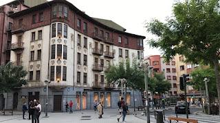 Fachada del edificio fundacional de la cooperativa Bide Onera