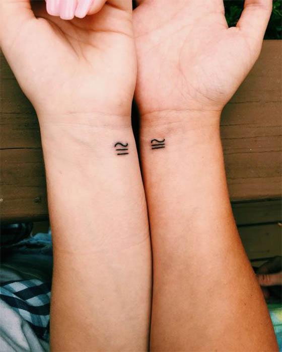 tatuaje pequeño antebrazo pareja