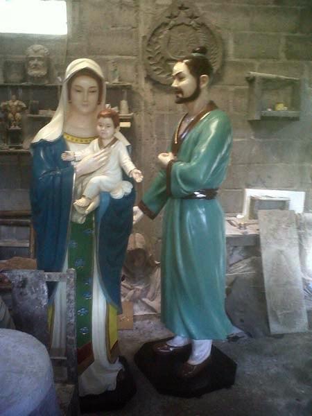 patung keluarga yesus
