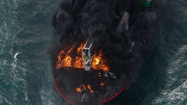 Σρι Λάνκα: Απειλή οικολογικής καταστροφής από πλοίο που κινδυνεύει να βυθιστεί, μετά από πυρκαγιά