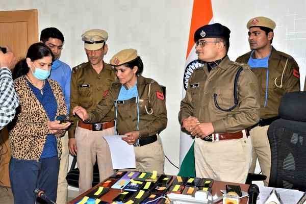 faridabad-police-recovered-26-mobile-phones
