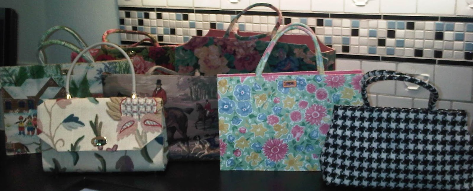 e78e69cbcb37 So what s your favorite style of handbag  And do you change weekly like I  do  Or are you a