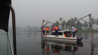 Tanpa Penolakan, Tim Terpadu Tertibkan Bagan dan KJA di Danau Singkarak