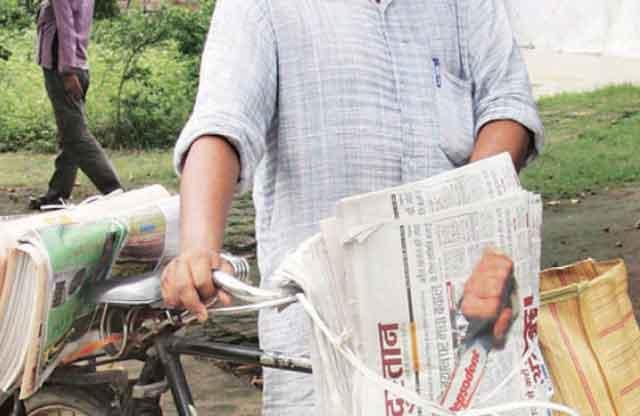 जब कागज और गत्ते पर कोरोना वायरस जिन्दा रह सकता है तो अखबार पर क्यों नहीं