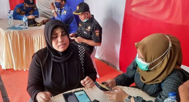 Parah! Driver Perempuan Taksi Online di Palembang Dihajar Tukang Parkir