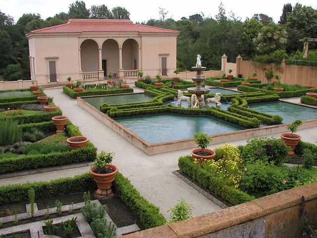 Decorating Diva Tips: Creating a Backyard Italian Villa