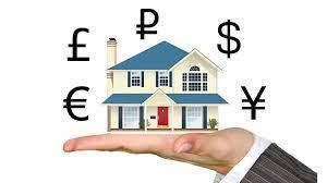 Hipoteca multidivisa, casa con signos de diferentes monedas