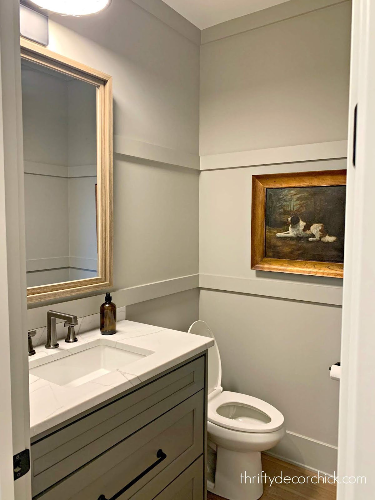 simple trim horizontal trim on walls bathroom