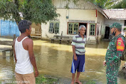 Babinsa Terjun Langsung Melihat Warga Binaan Nya Yang Terkena Banjir