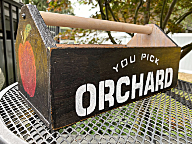 Stenciled Wooden Toolbox for the Fall