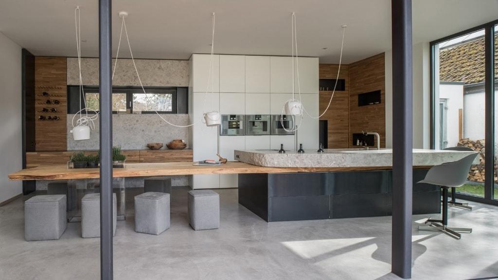 Piedra y madera en estado puro: componentes de una cocina de diseño ...