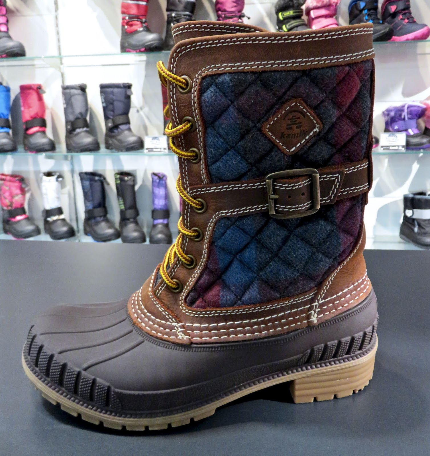 SIENNA  119.99-KAMIK-fabs-this cold weather rated kicker-combines the  staples flannel leather upper-matched inside with cozy 200G 3M™ Thinsulate™. ba78ef505
