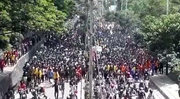 Pulhan Ribu Massa Tiba di Kantor Gubernur Papua Jayapura