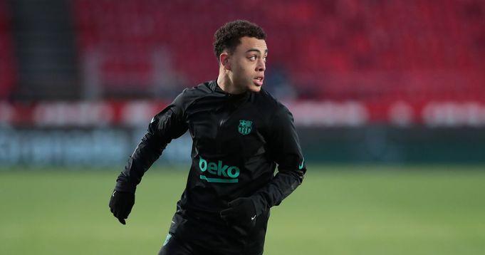Barcelona right back Sergino Dest suffers injury on international duty
