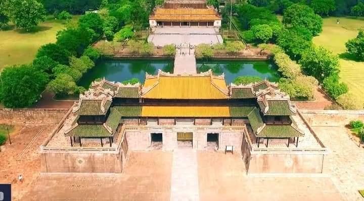 Hình chụp toàn cảnh Ngọ Môn, cửa chính của kinh thành Huế
