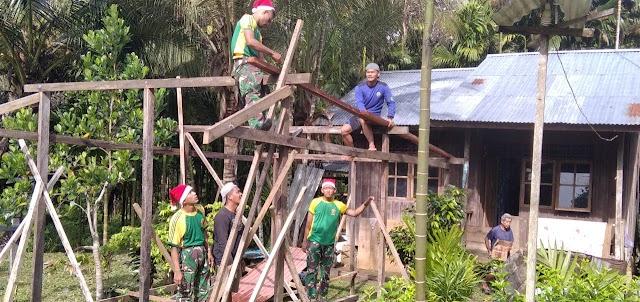 Satgas Yonif MR 413 Kostrad Bantu Warga Kampung Mosso Bangun Pendopo