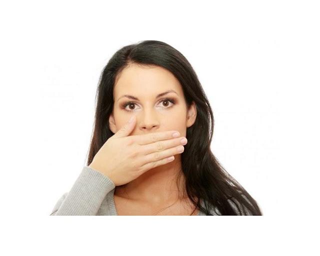 κακοσμια στόματος αιτίες