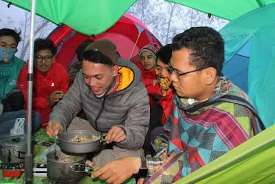 Makan di Gunung