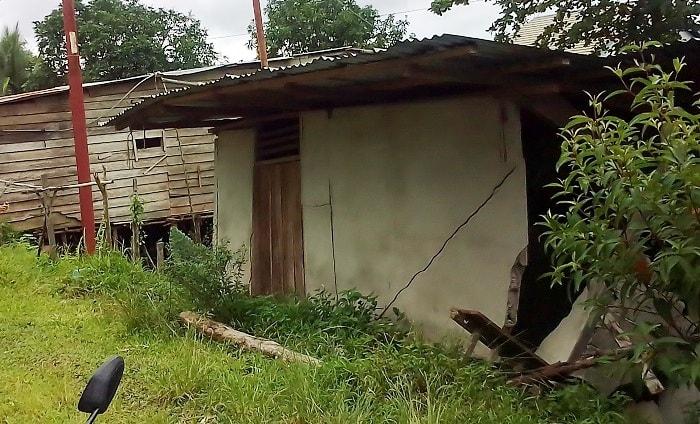 Rumah Warga Di Penanjung Tak Penghuni Roboh