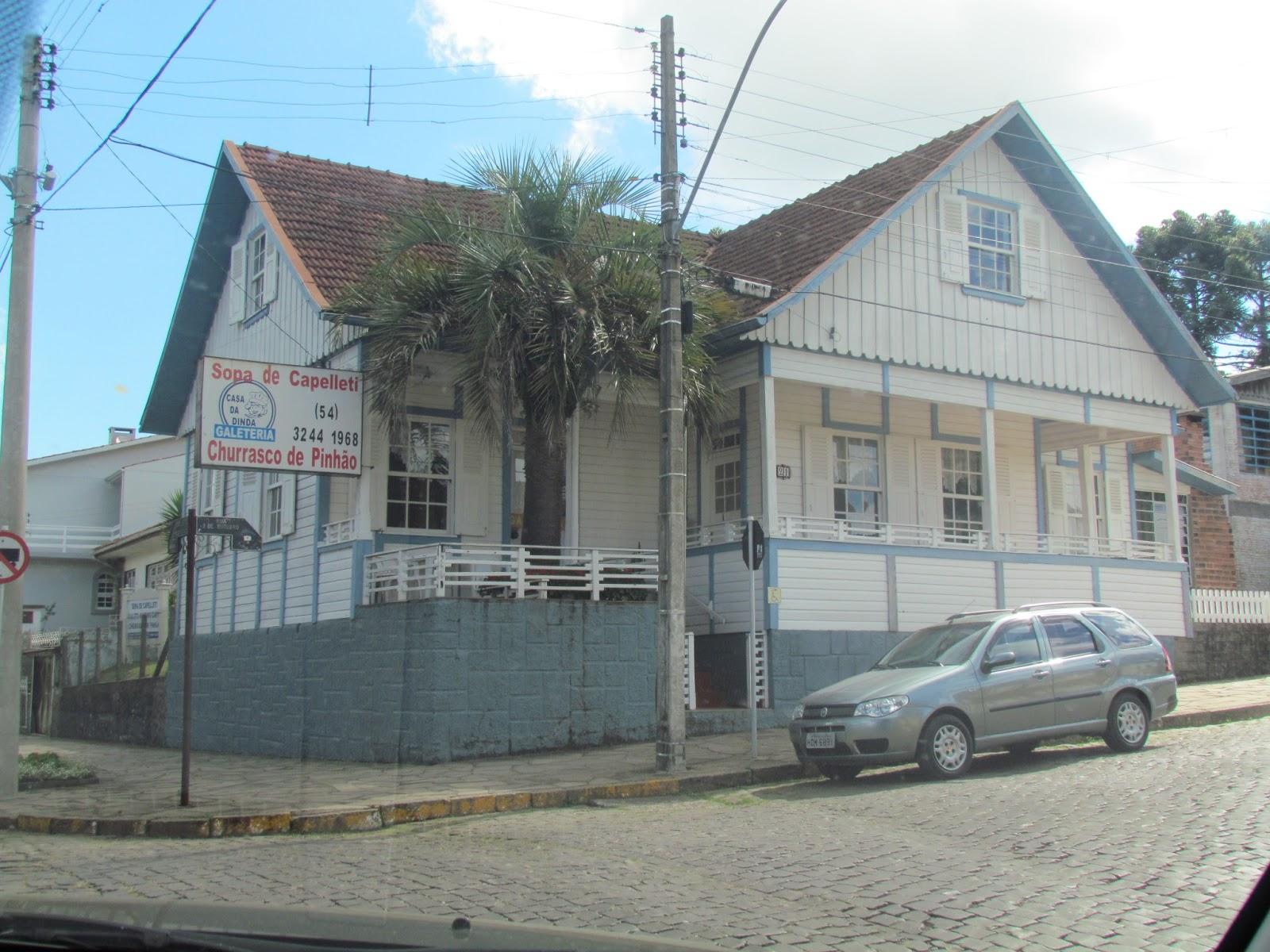 Casa da Dinda Galeteria