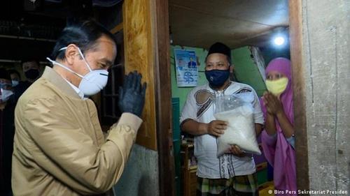 Sebut Jokowi Selalu Bekerja dalam Senyap, Ngabalin: Kekuasaannya Tak Dipakai untuk Dipuji