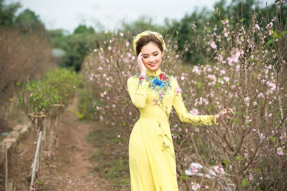 Khai xuân hái chè - Trần Tố Như