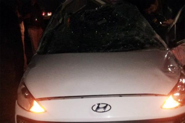 हरमाड़ा थाना इलाके में बेकाबू होकर पलटी कार, हादसे में 1 युवक की मौत, 4 घायल