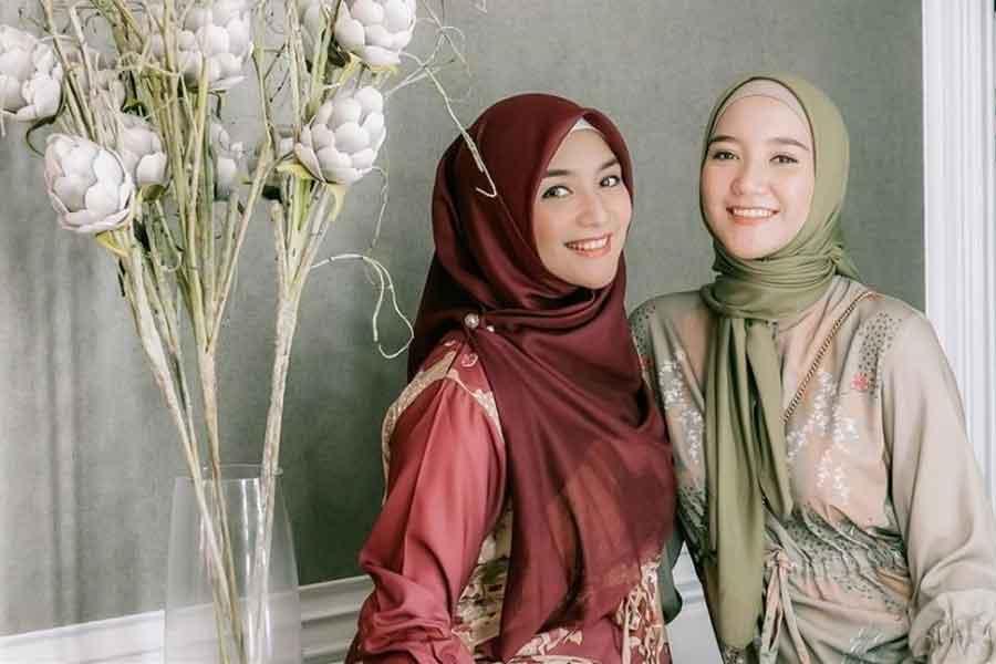 tutorial cara memakai hijab segi empat yang kekinian dan stylish
