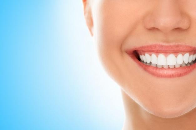 ابتسامتك سر جمالك..اليك 5 نصائح من ذهب للحصول على اسنان مثل النجمات..